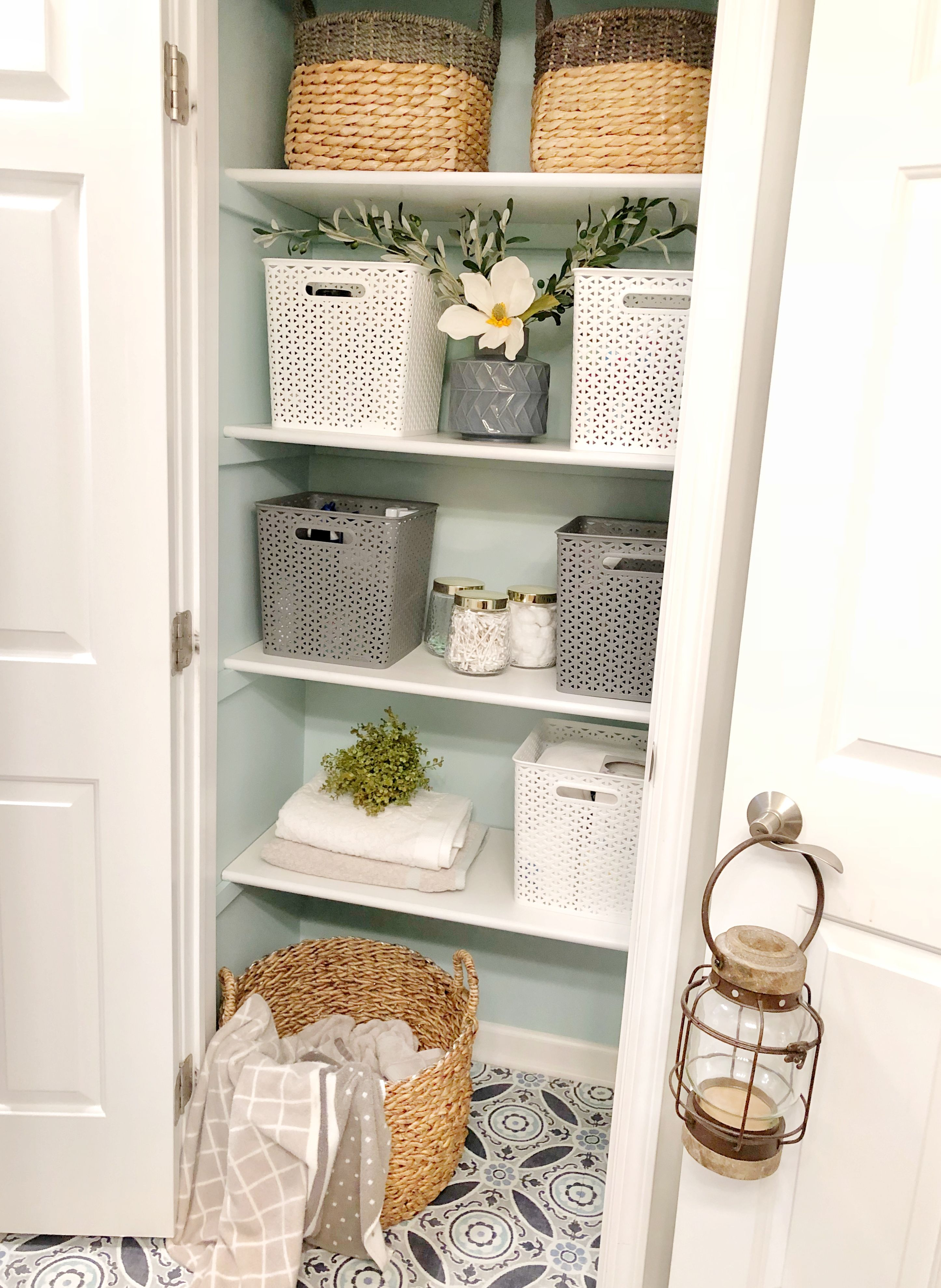 Linen Closet Makeover & Organization Tips