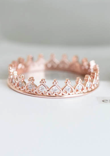 Stacking heart crown ring would make a great purity ring Joelle