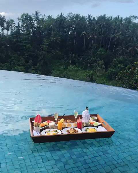 Floating Breakfast in Bali! 10 Luxury all inclusive Resorts to Try it! #FloatingBreakfast #bali #asia #luxury #resort #udbud
