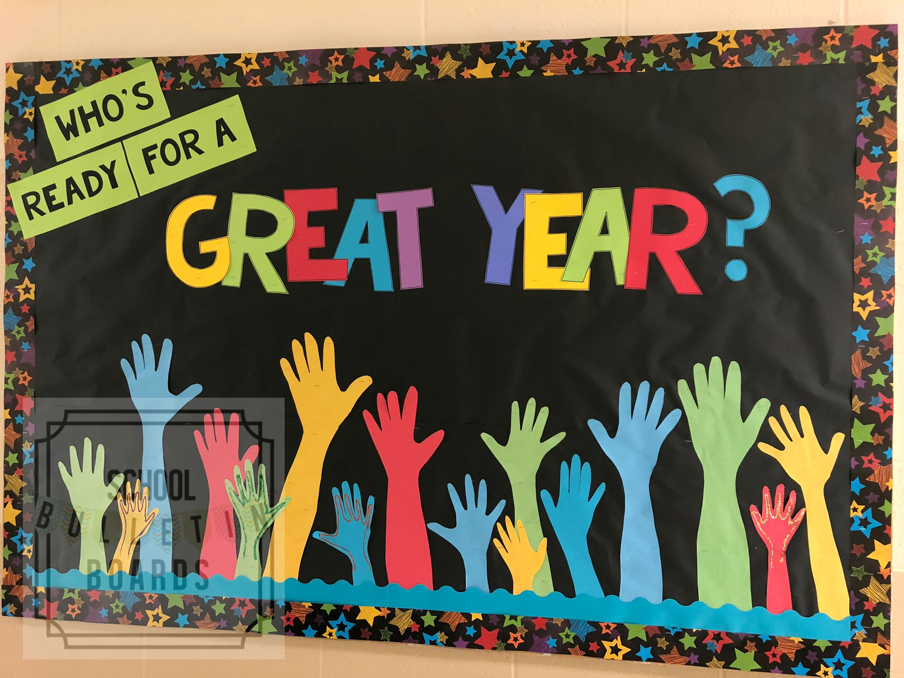 Back to School bulletin boards don't have to be time consuming or super cutesy. Even better when they get students involved in the process too! #backtoschool #bulletinboards #falldoordecorationsclassroom