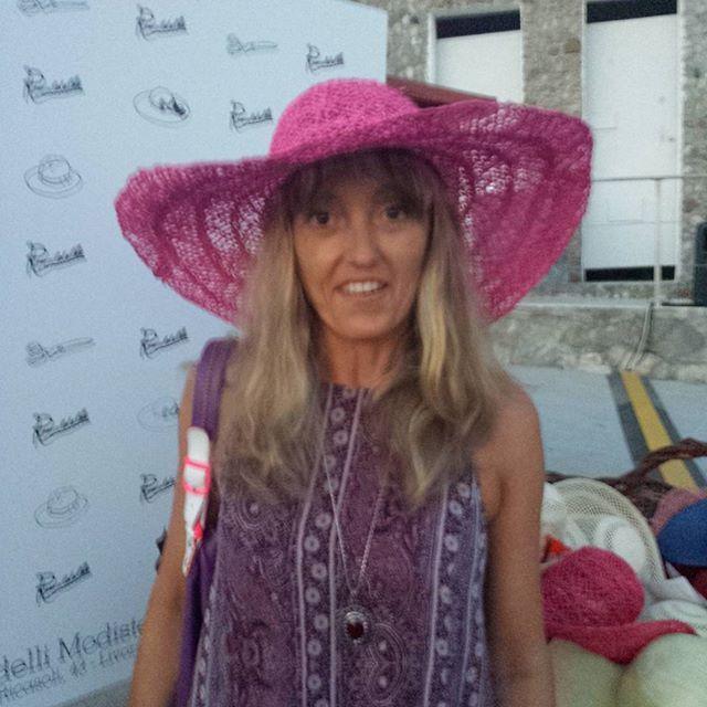 """Simona. """"Il mio colore preferito..."""" ottima scelta. #hatsummer  #Livorno #Toscana #Tuscany #Italy #Italia #instaitalian #instaitalia #moda #fashion #womenfashion #sea #seaside #mare #cinema #cortometraggio #cortometraggi #estate #hat"""