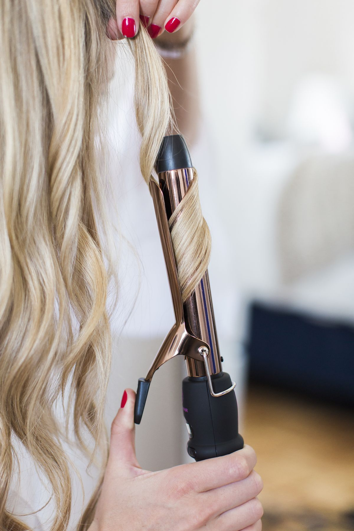 Tutorial How To Style Perfect Loose Waves Using A 1 Inch Clamp Curling Iron Curls For Long Hair Loose Waves Long Hair How To Curl Your Hair