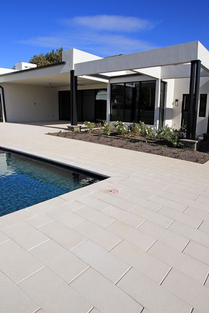 Loving The Elegance Of This Modern Home With Our 12 X 24 Palazzo 3 Ackerstone Paver Slabs Pavingstones Icpi P Hardscape Design Pool Patio Outdoor Rooms