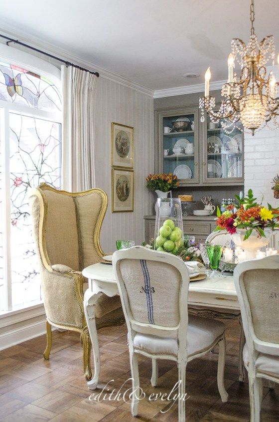 Miraculous How To Create An Autumn Tablescape With Garland And Wreaths Bralicious Painted Fabric Chair Ideas Braliciousco