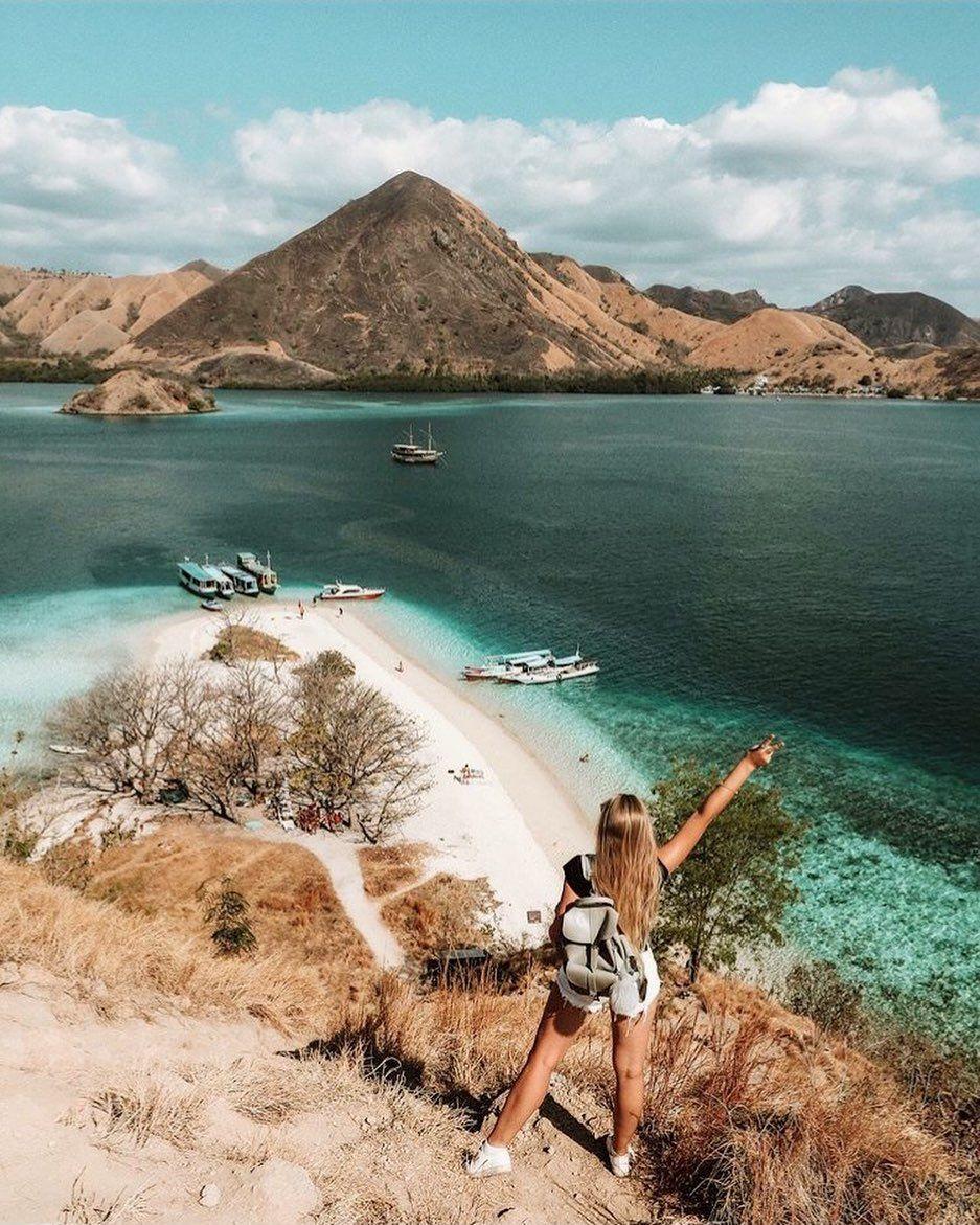 ㅤㅤㅤㅤ  Kelor Island, a small island beside Komodo Island  Kelor Island has many features, including beautiful beaches, mountains, local activities, and calm sea.  cc: @oksana_domoratskaya  #explore#travel#travelling#travelblogger#holiday#wanderlust#travelgram#photography#trip#tripadvisor#instatravel#vacation#nature#culture#landscape#lovenature#love#adventure#amazing#awsome#travelblog#goodlife#vsco#wonderfulindonesia#easyindonesia#indonesia#naturephotography#kelorisland