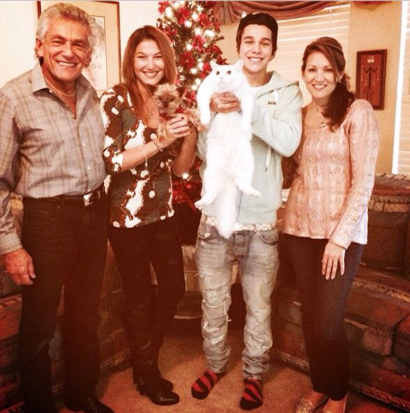 Austin and his family ❤️❤️
