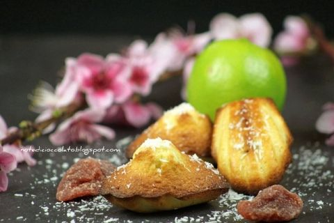 Madeleines al lime, cocco e fragole. Something Red: Coccole di Primavera! - Note di Cioccolato