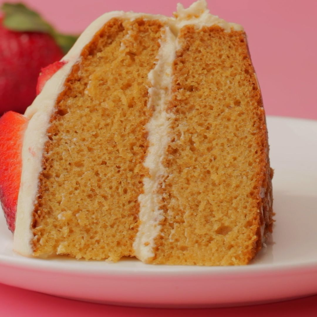 Light fluffy and delicious vegan vanilla cake. Two layers of vanilla sponge, topped with a velvety vegan vanilla frosting and fresh strawberries. Ideal for special occasions. #vegan #dairyfree