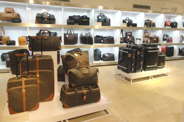 Luggage Store | LUGGAGE STORES AND DISPLAY | Pinterest | Luggage ...