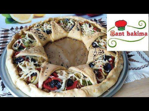 طريقة عمل بيتزا بالخضر و التونة طريقة عجينة البيتزا الايطالية Pizza Bread Bread Food