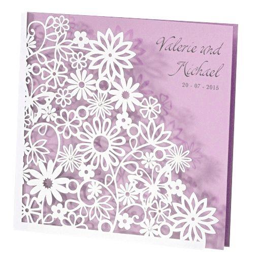 Elegante Einladungskarte Mit Ausgestanztem Blütenmuster Und Fliederfarbener  Einlegekarte