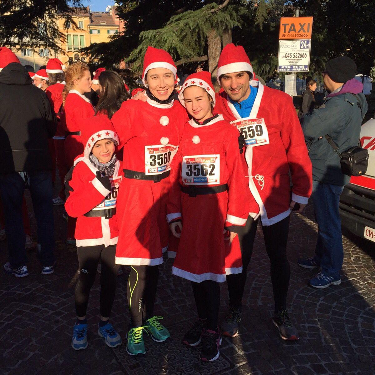 Christmas run #running #funny #family #christmas #photooftheday #verona