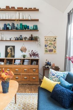 Deko Ideen Im Boho Vintage Look Für Das Wohnzimmer Im Herbst Mit  Samtkissen, Vasen Sammlung