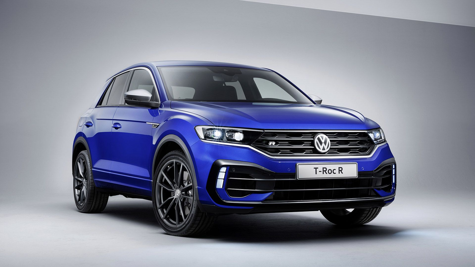 Volkswagen Have Given The Compact Suv T Roc Some Performance Credentials Transplanting The Turbocharged 4 Cylinder Engine F Tiguan R Volkswagen Car Volkswagen