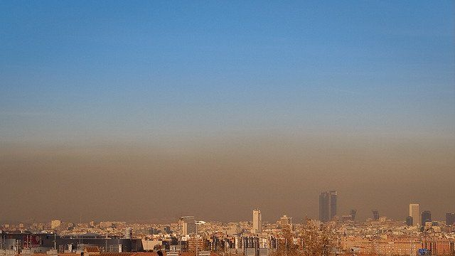 Hoy Madrid limita su velocidad máxima a 70 km h. El problema está en la contaminación  del aire 9a2a9021851