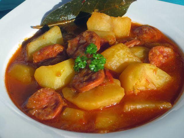 Receta para preparar patatas a la riojana, un guiso calentito, económico y fácil de preparar