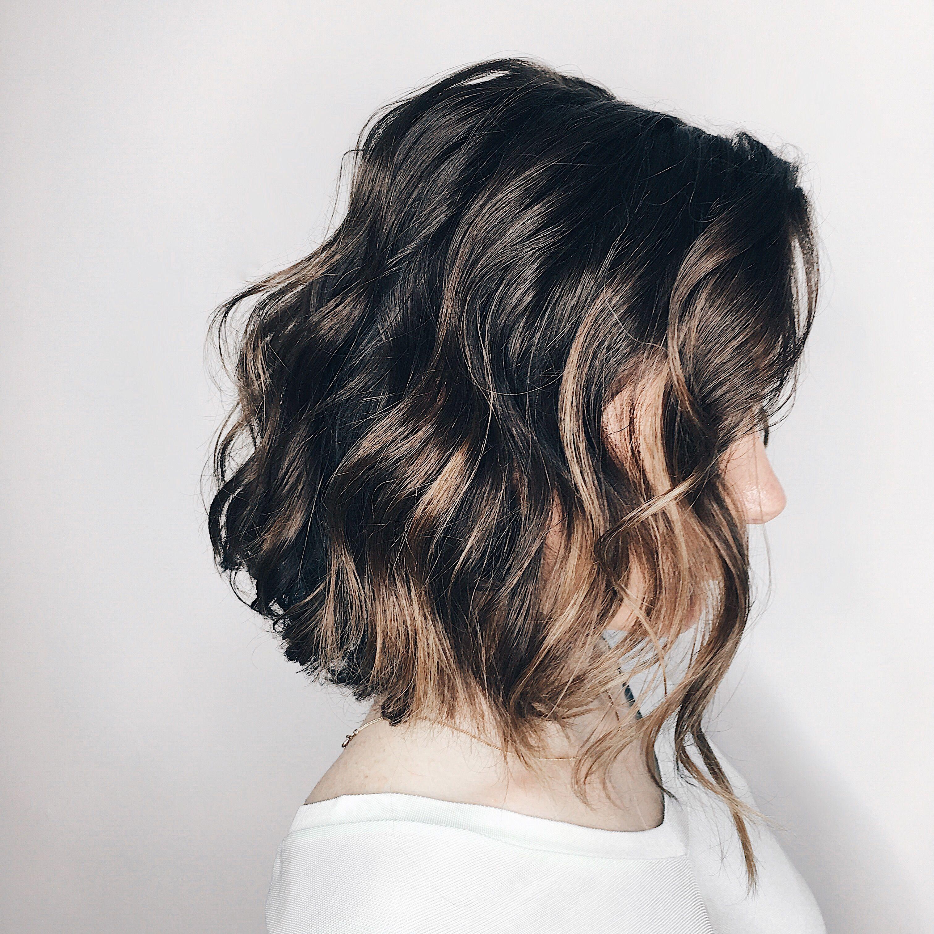 Как сделать мягкую волну на волосах до плеч (с ...