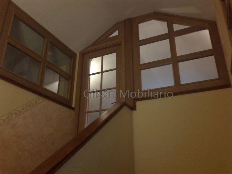 Cerramiento de buhardilla por el interior de la escalera cerramientos de buhardilla - Cerramientos de vidrio para interiores ...