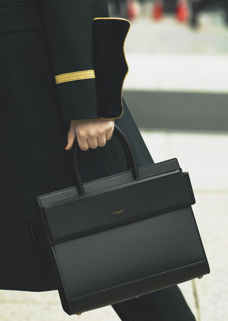 646aca342800 I am in love with this Givenchy Horizon bag. So simple and structural.