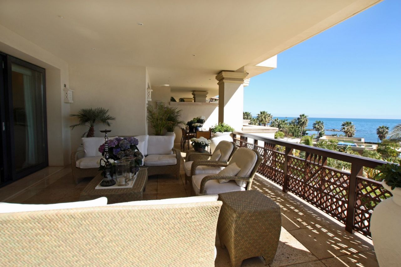 Luxury Marbella Apartment For Sale In Laguna De Banus Marbella Apartments Marbella Property Apartments For Sale