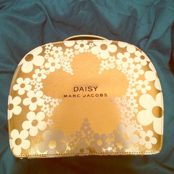 Daisy Marc Jacobs box with zipper This is a perfume gift set box. It is brand new with no scratches, perfect for re-gifting or just putting things inside for safe keeping! Marc Jacobs Accessories