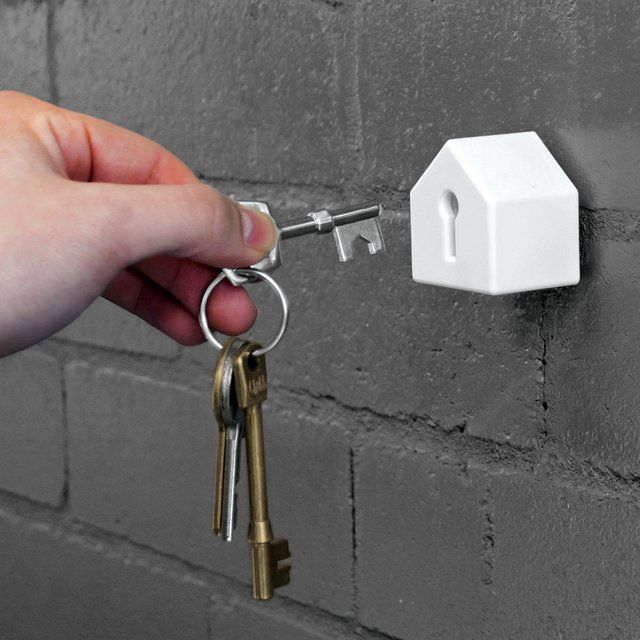 House Key Holder From Suck UK / The House Key Holder from Suck UK solves one of the most pressing problems facing mankind since the dawn of civilization. http://thegadgetflow.com/portfolio/house-key-holder-suck-uk/