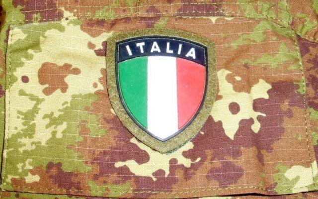 Esercito: 17 euro per un rotolo di carta è polemica sugli appalti. È d'oro? #sprechi #esercito #appalti