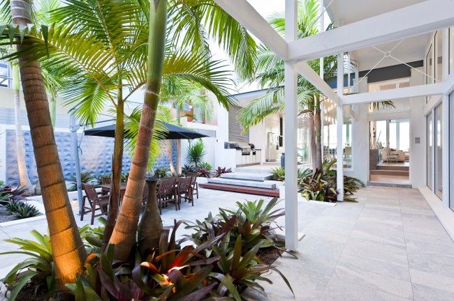 Stunning sunken courtyard design for coastal oasis | Designhunter - architecture & design blog