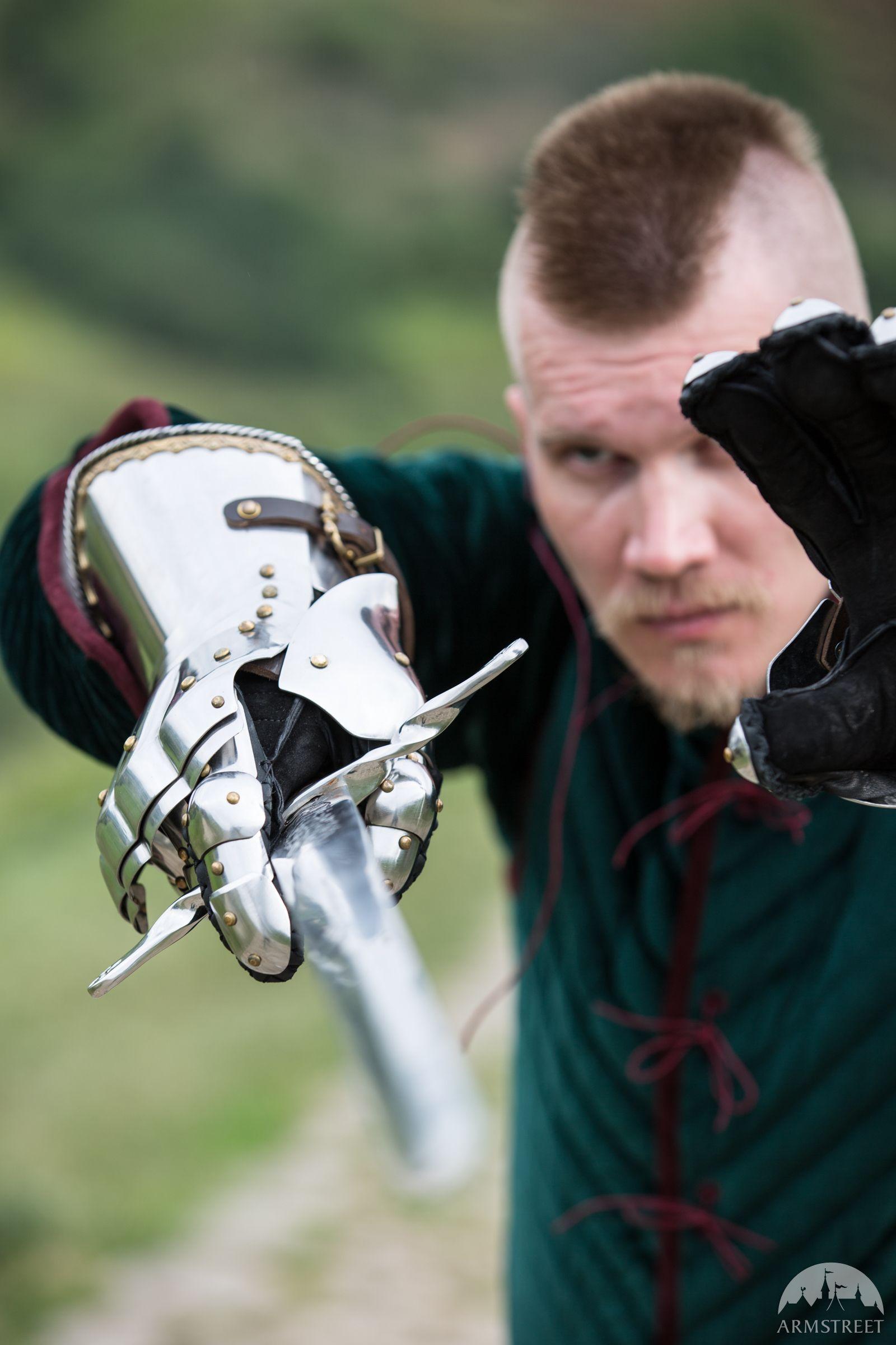 Gantelets articulés « Faiseur de Rois » : gantelets haut de gamme style XVème siècle.