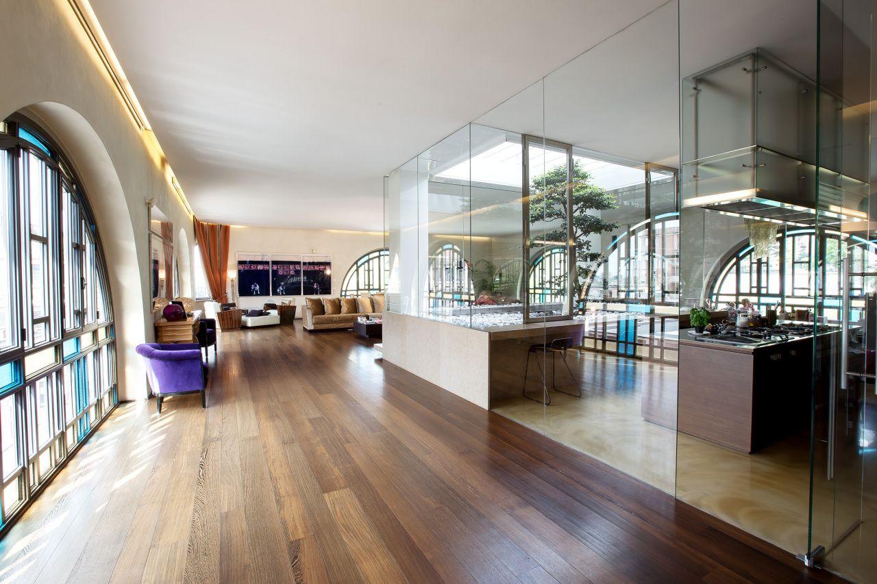 salone ampio e luminoso con #cucina separata da vetrate. #brescia ... - Salone Cucina