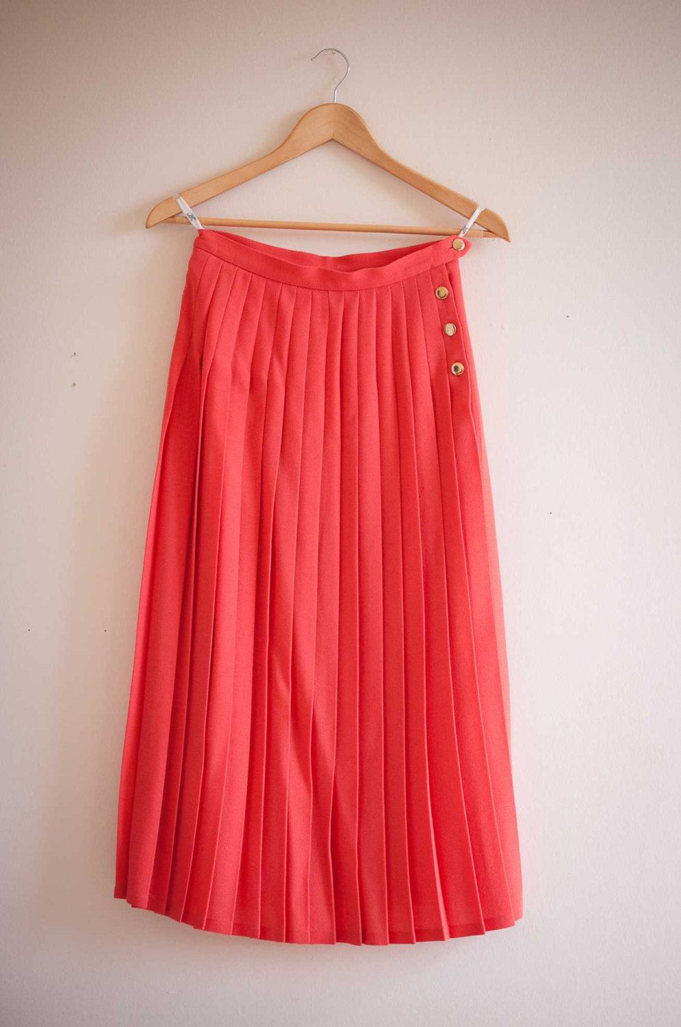 Coral Wool JAEGER Skirt in Coral with Gold Buttons UK 10 door TimeObscuraVintage op Etsy https://www.etsy.com/nl/listing/159564862/coral-wool-jaeger-skirt-in-coral-with