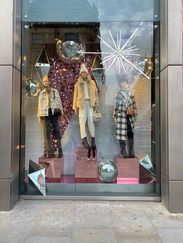 Retail Christmas Window Displays In 2020 Winter Window Display Christmas Window Display Christmas Window