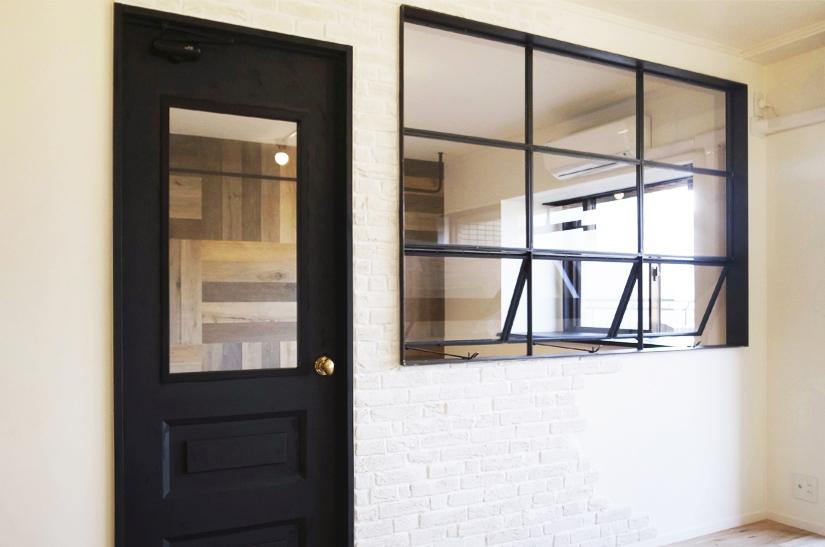 100 超の中古マンションリノベーション アイアンで製作した窓 古材