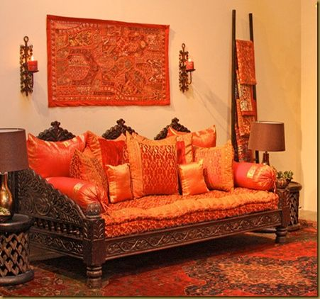 Ethnic indian living room interiors livingrooms for Indische wohnaccessoires