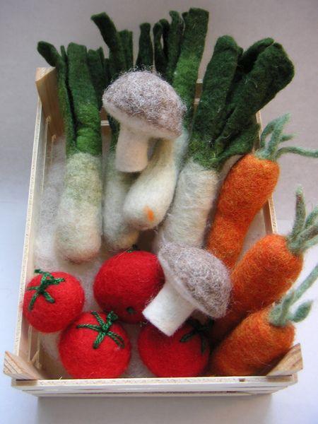 Bio- Gemüse- Obstkiste aus Filz für die Kleinen von Woll-laus auf DaWanda.com #felttoys