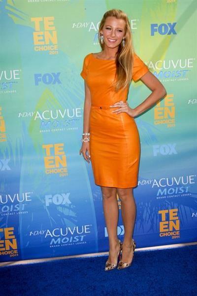 Блейк лайвли оранжевое платье
