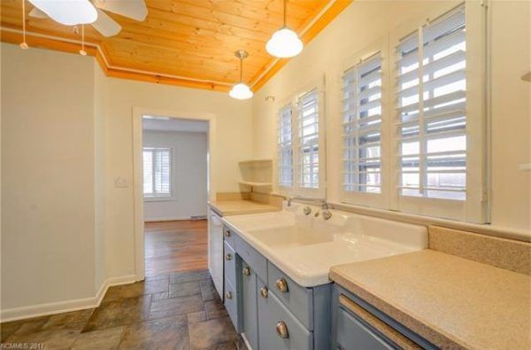 950 Sq. Ft. Cottage For Sale in Asheville, NC