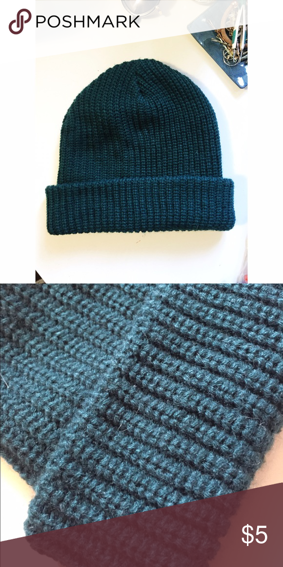 Forever 21 forest green beanie Chunky knit beanie, stretchy, only worn once Forever 21 Accessories Hats