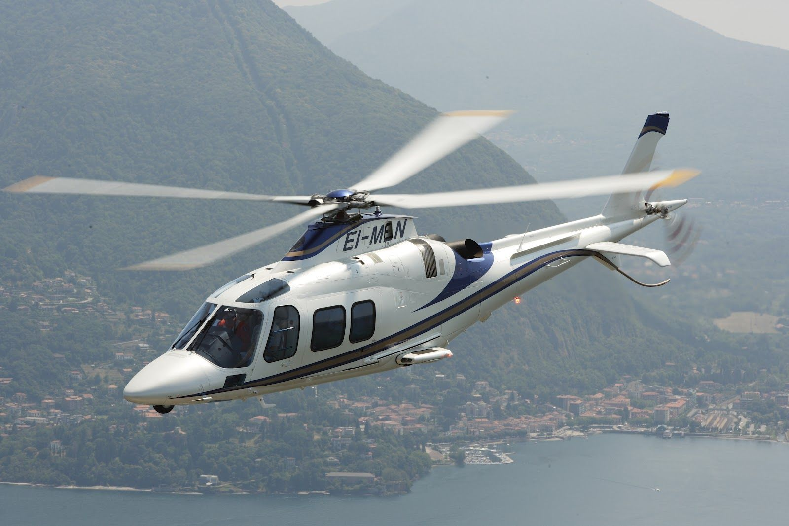 Agusta Westland AW Grand Lux Helicopter (1600×1067)