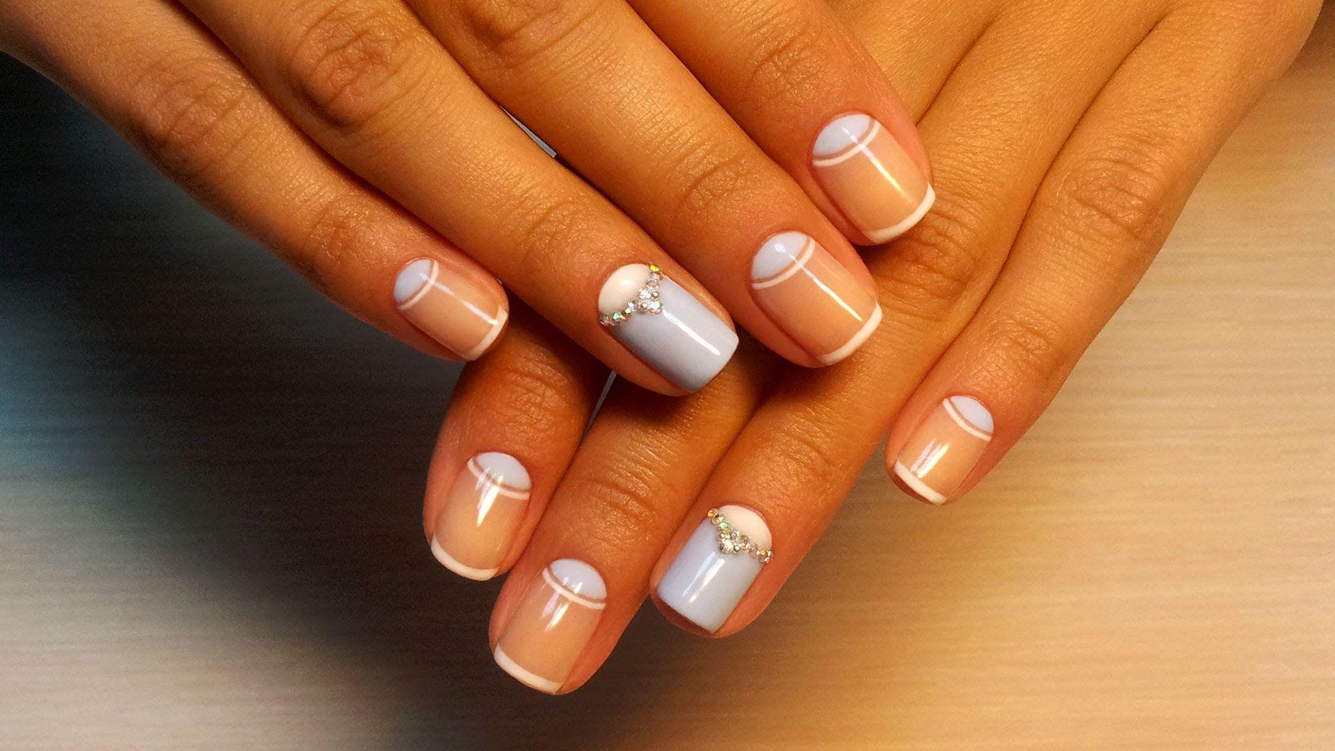 Дизайн ногтей гель-лак shellac - Лунный маникюр + стразы ...