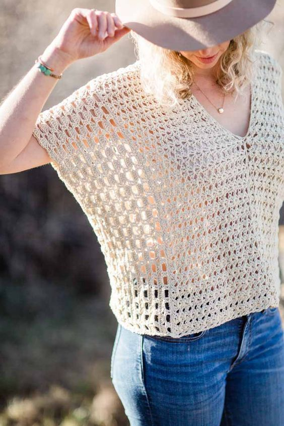 Poncho-Style Summer Crochet Top – Free Pattern! | Ponchos, Crochet ...