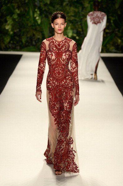 Vestido de madrinha de casamento estampado. Desfile Naeem Khan na Semana de moda de NY