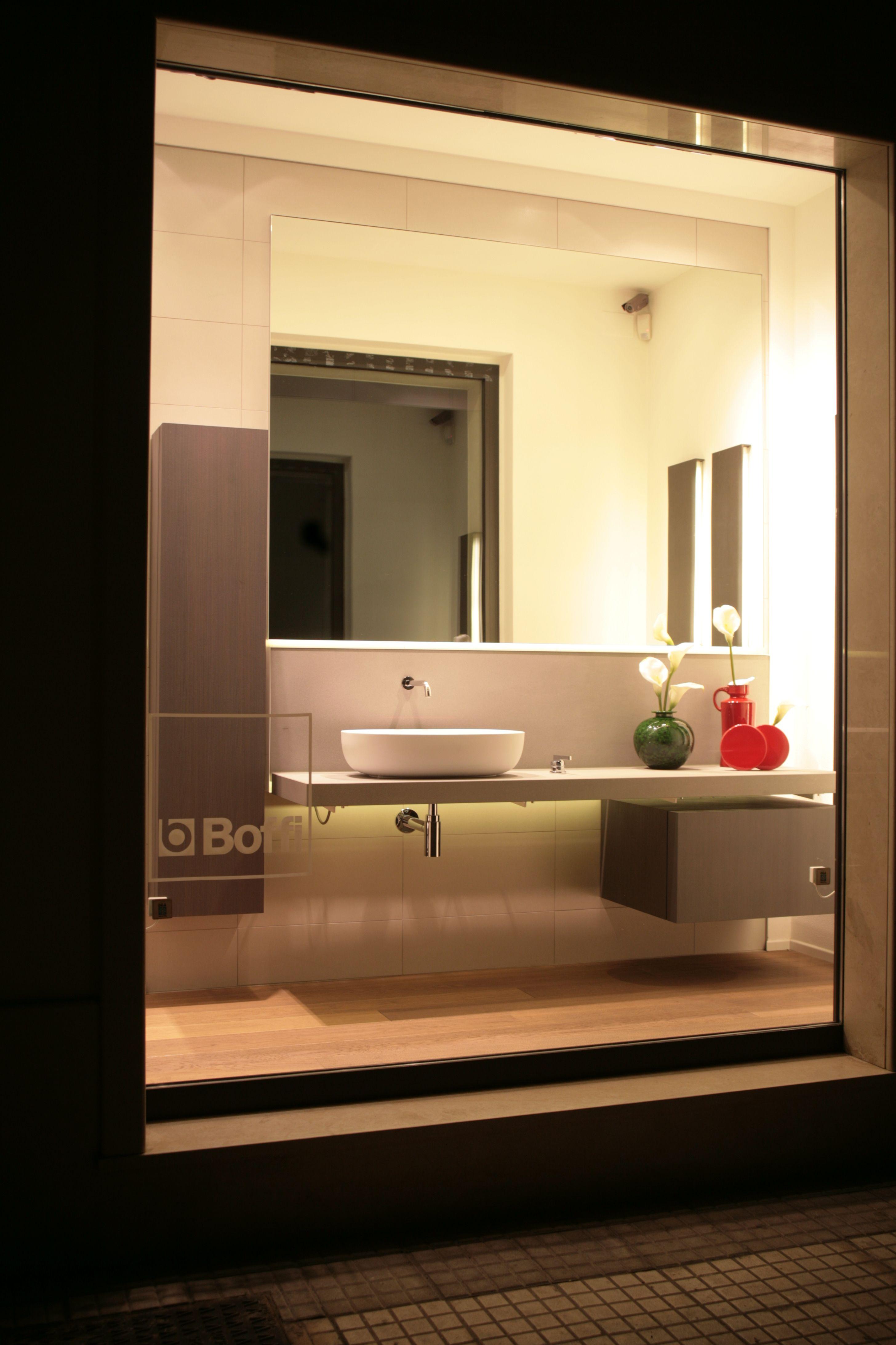 Vetrina showroom mobili da bagno accessori da bagno pavimenti - Mobili da bagno in legno ...