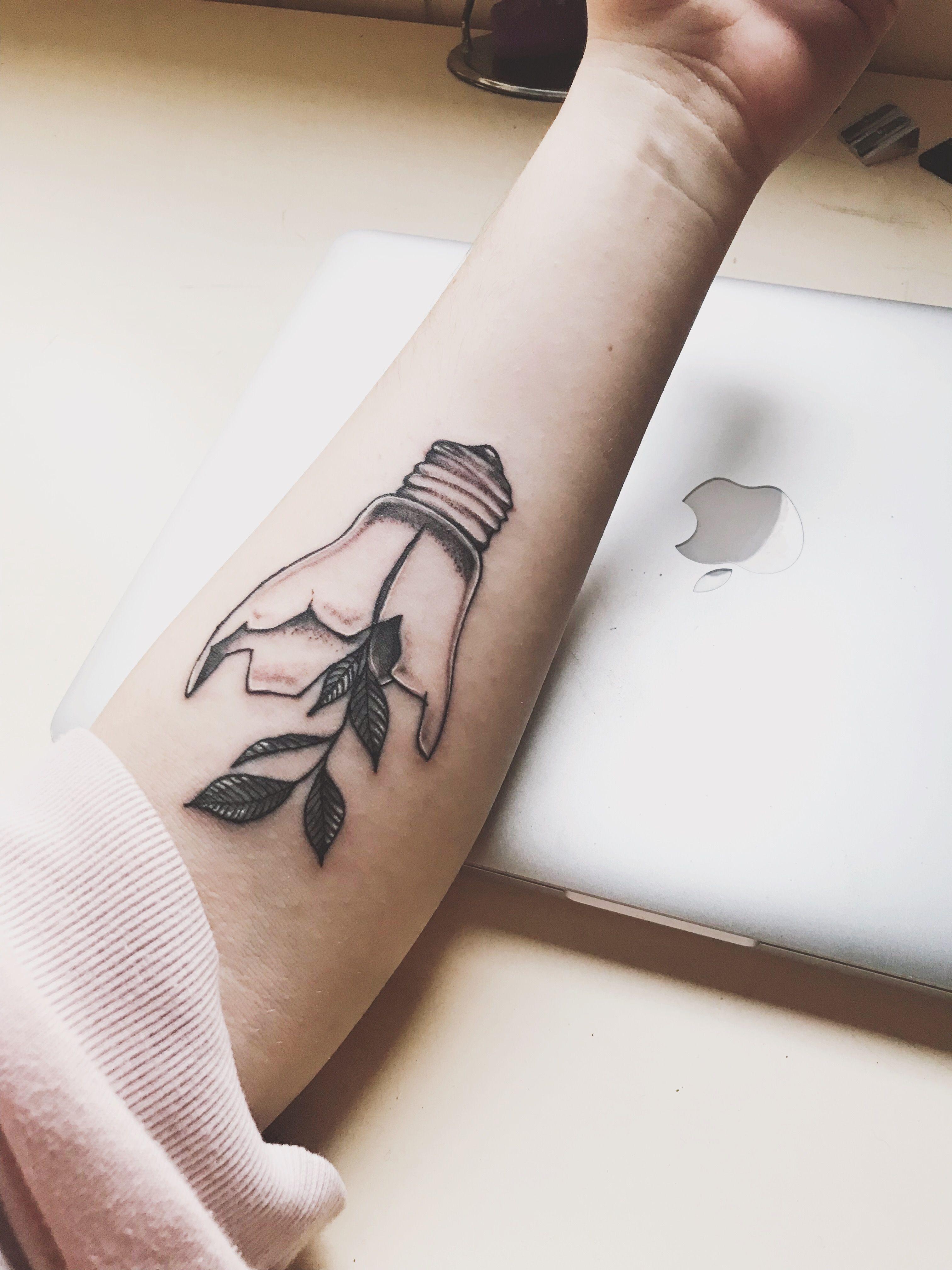 Bombilla Light Bulb Tatuaje Tattoo Bombilla Tattoo Tatuajes Tattoodesign Tattooidea Idea Lightbulb Tattoo Tattoos Cover Up Tattoos