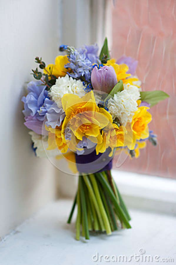 Pin By Claire Fordred On Wedding Inspiration Daffodil Bouquet Wedding Wedding Bouquets Spring Wedding Bouquets
