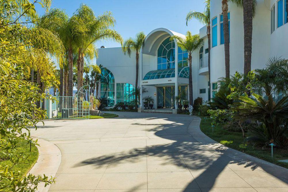 Moderna mega mansión en Yorba Linda, California está ahora a la venta por $18 millones – MEGA RICOS