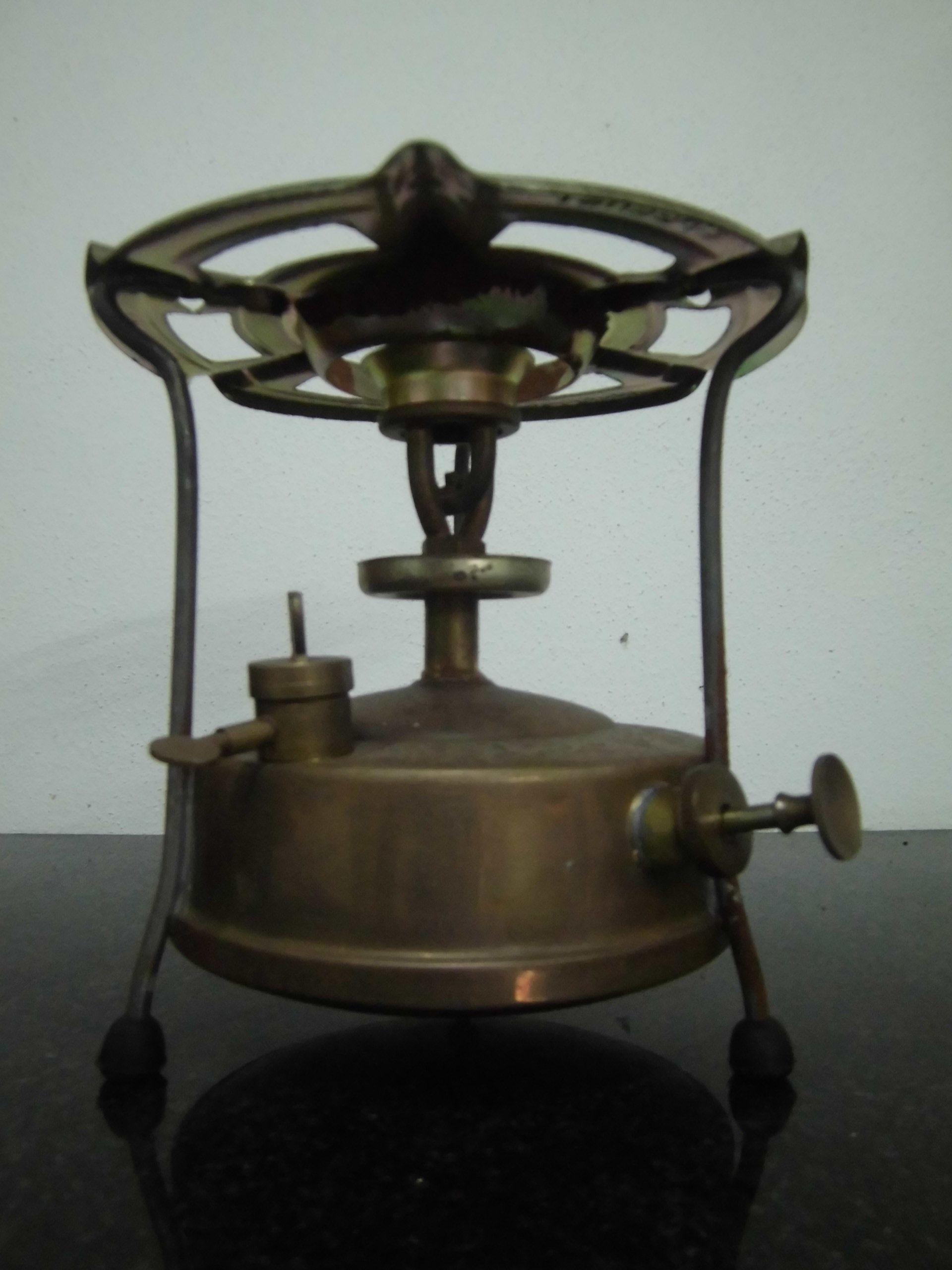 Maquina De Petroleo Muito Antiga Usada Para Cozinhar Os Alimentos
