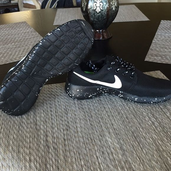 new product 9f335 ccf3d Nike roshe run Black Oreo roshe runs. Size 7 in womens. NWT as shown in the  picture. Nike Shoes Athletic Shoes