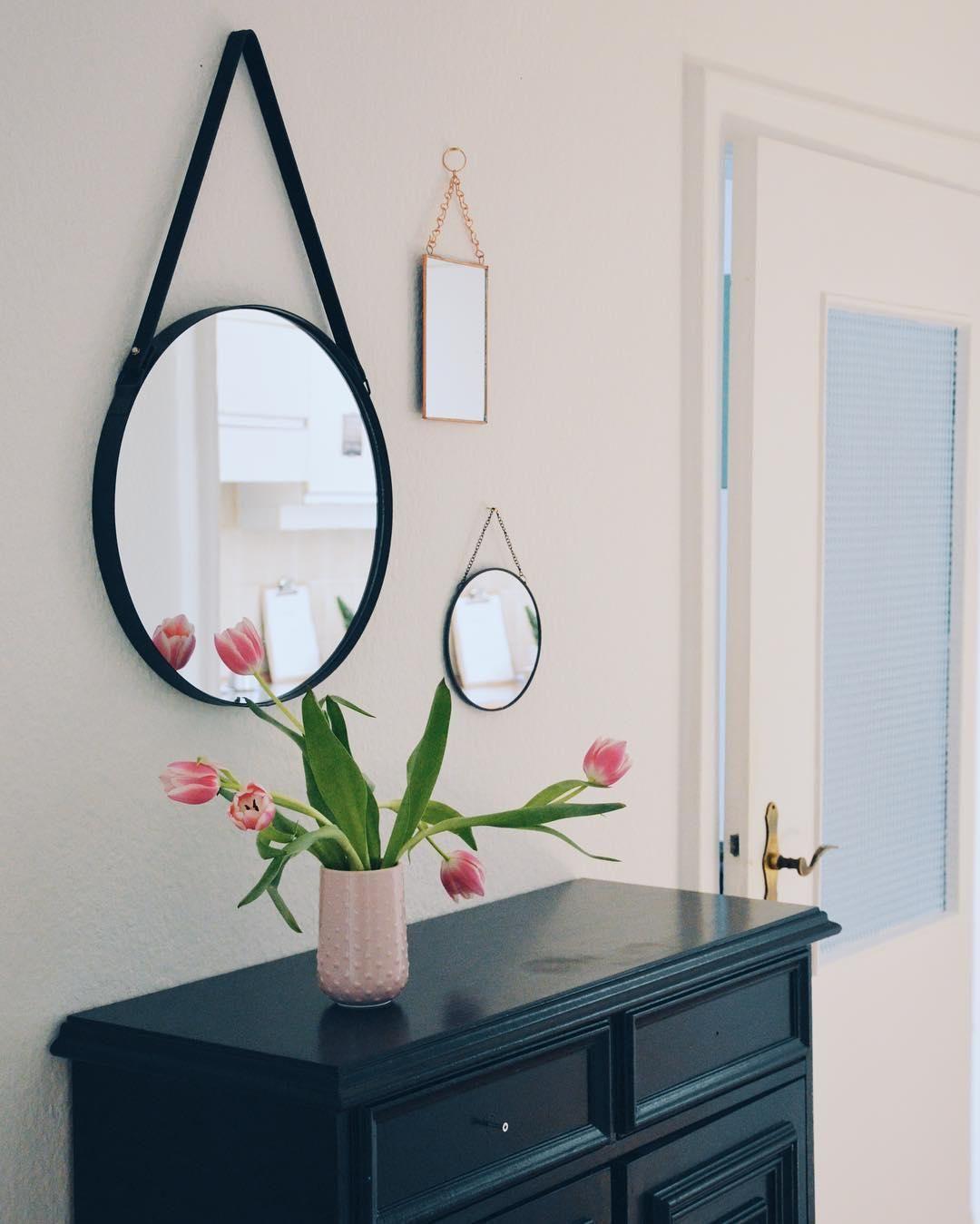Runder Wandspiegel Liz Mit Schwarzer Lederschlaufe Wohnzimmer Spiegel Wandspiegel Wandspiegel Rund