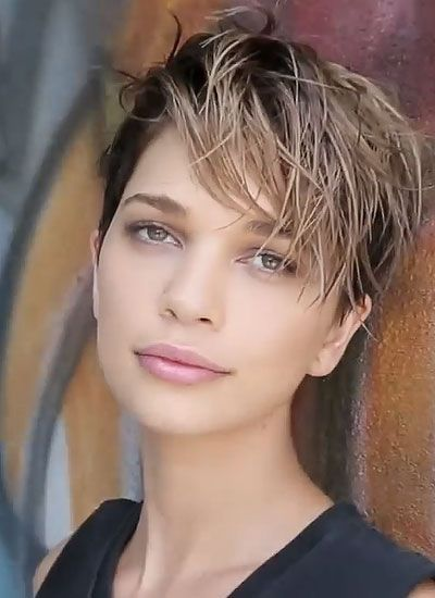 Edgy Wet Look In Messy Style Messy Short Hair Hair Styles Short Hair Styles